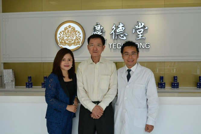Photo 3- (Right to left) Aitreat founder Albert Zhang, Dr Goh Chye Tee Director of NTU Chinese Medicine Clinic and Ms Coco Zhang, ED of Kin Teck Tong